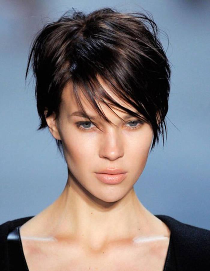illustration coupe de cheveux femme court