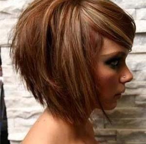 Coupe de cheveux femme visage rond coupes de cheveux - Modele de coupe courte pour visage rond ...