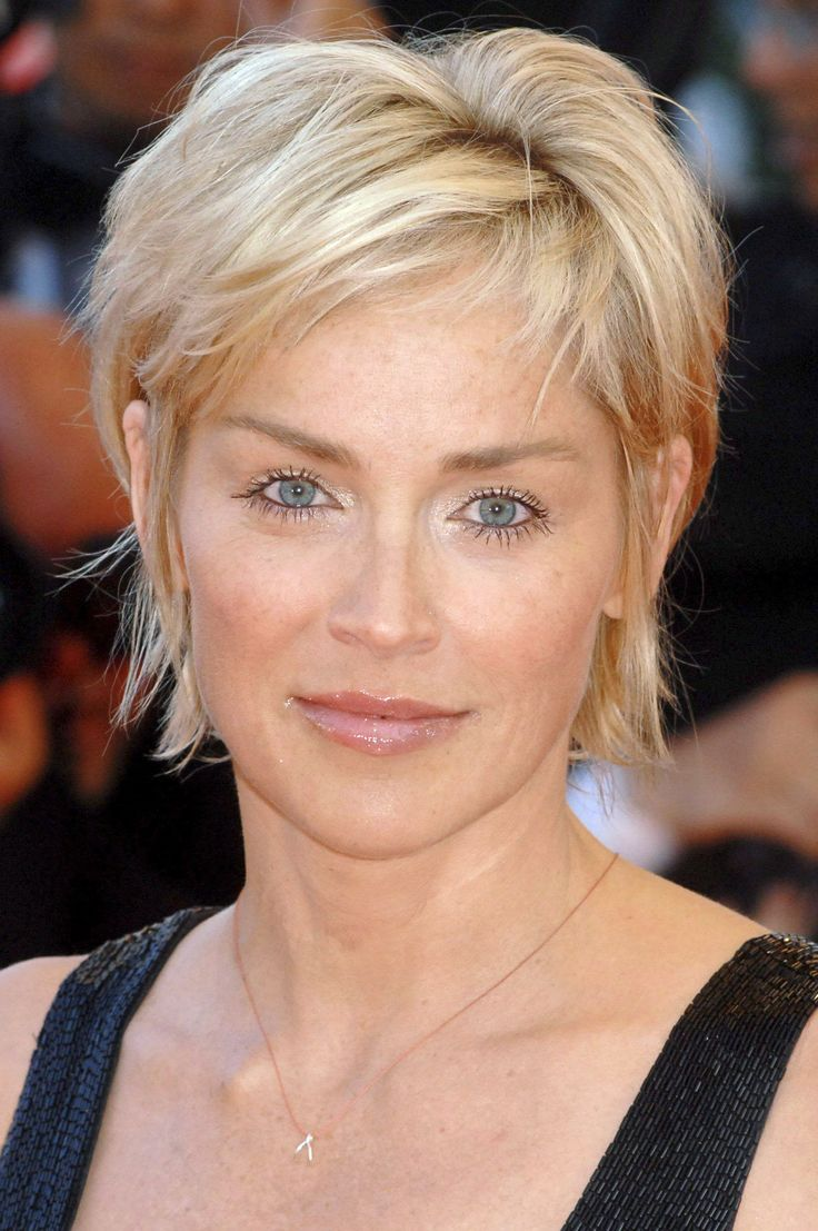 coupe de cheveux sharon stone coupes de cheveux. Black Bedroom Furniture Sets. Home Design Ideas