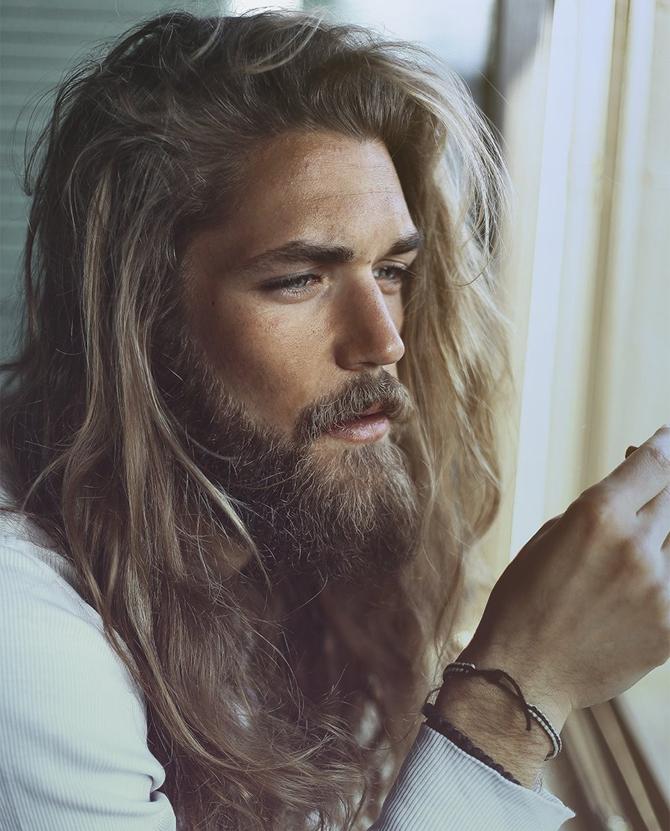 beau coupe de cheveux long homme
